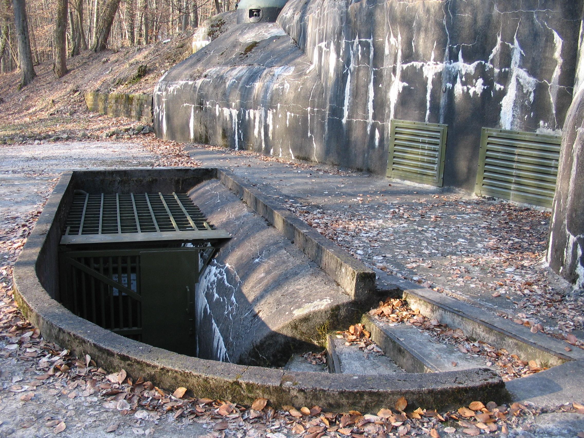 Fort_Schoenenbourg_entree_hommes_detail